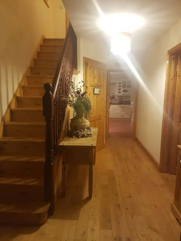 Very cosy 4 bedroom 2 story house - Swinford - House