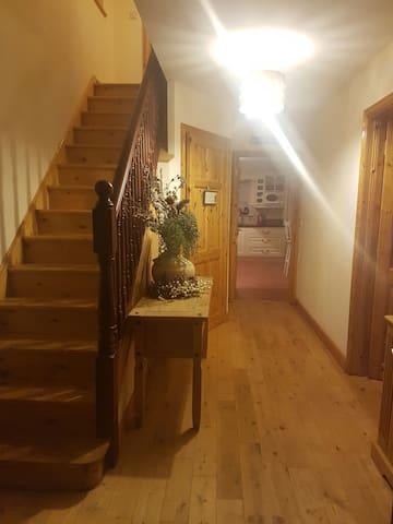 Very cosy 4 bedroom 2 story house - Swinford - บ้าน