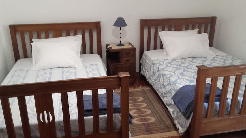 Quarto camas solteiro/Single Room