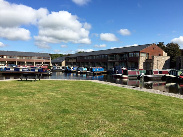 Tewitfield Marina, two bedroom luxury cottage - Carnforth