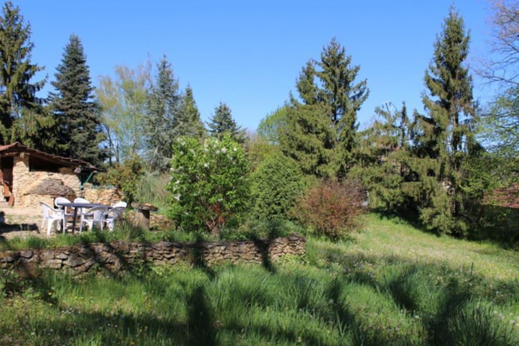 La vue vers les voisins (au fond à droite)
