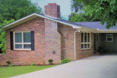 Beautiful home in Historic Scottsboro