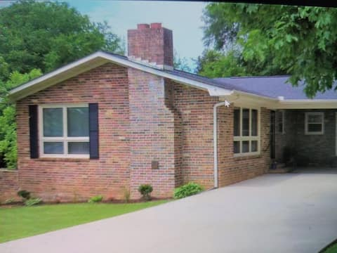 Beautiful home in Historic Scottsboro
