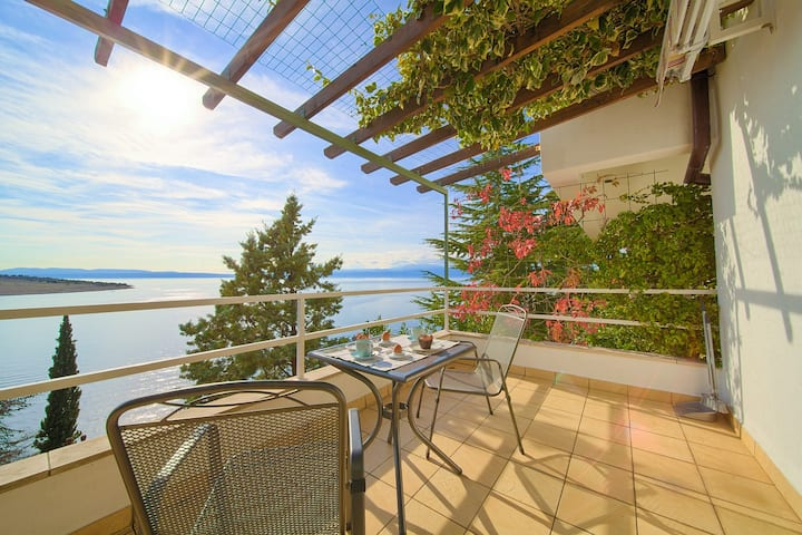 Studio Apartment Six- Your Beach Holiday with View