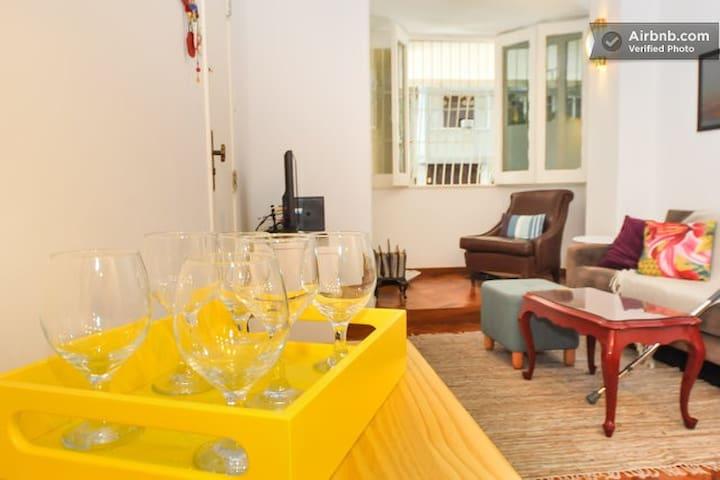 Apartamento em Ipanema-2 quartos a 200m da praia.