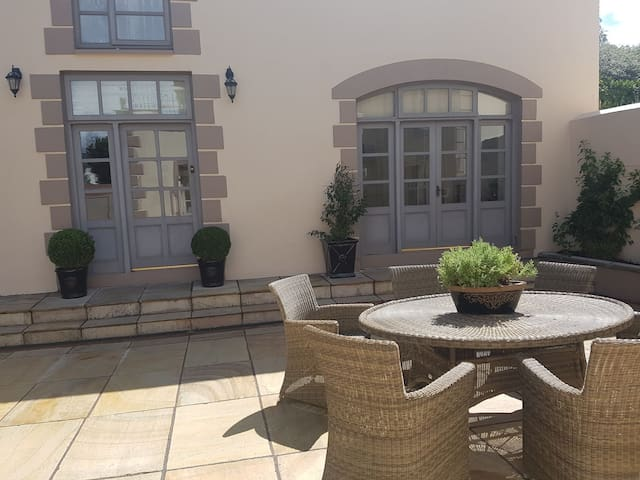 Outdoor private courtyard