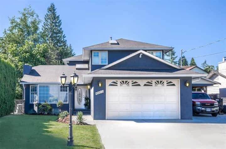 Gorgeous Home with Air conditioning !