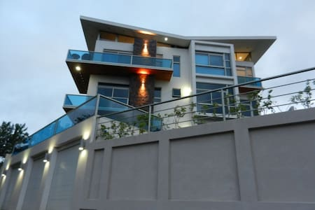 Modern condo w/balcony and great Lake Arenal view