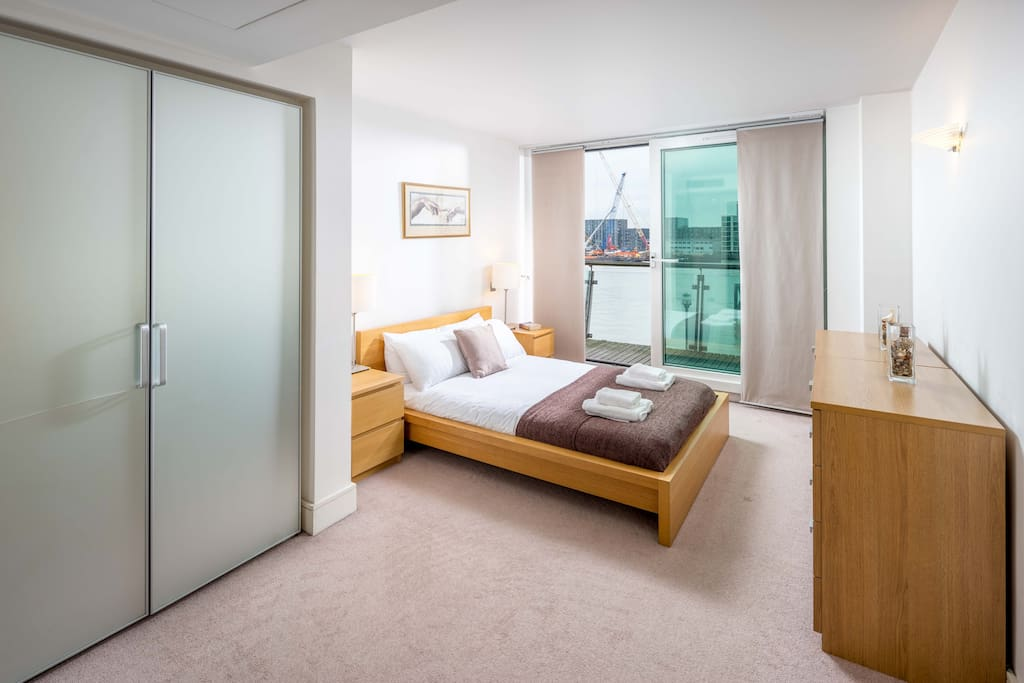 The master bedroom has a comfy double bed with ensuite bathroom and access to balcony with fantastic views over the River Thames. There is also large cupboards for storage!