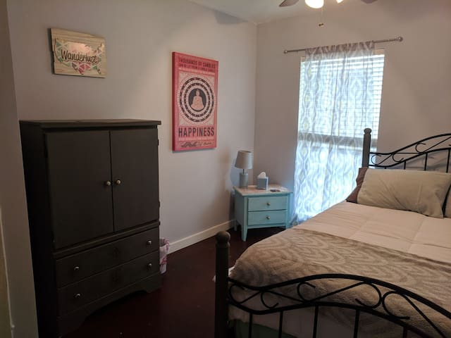 Private and comfortable room, 1 mile to med center