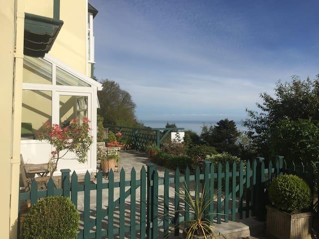 Garden Studio Apartment with Sea Views. Lynton