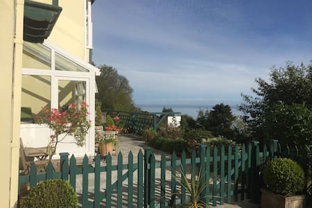 Garden Studio Apartment with Sea Views. Lynton