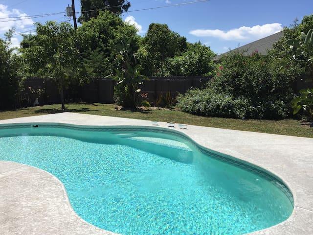 Quiet Port St. Lucie pool home
