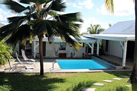 Villa + piscine sans vis à vis à Saint-François - Σπίτι
