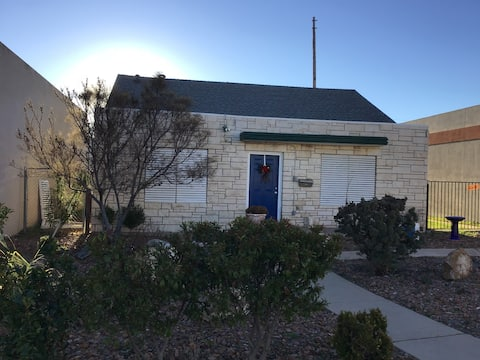 Downtown Desert Cottage, CAL KING BED 2 bed 1 bath