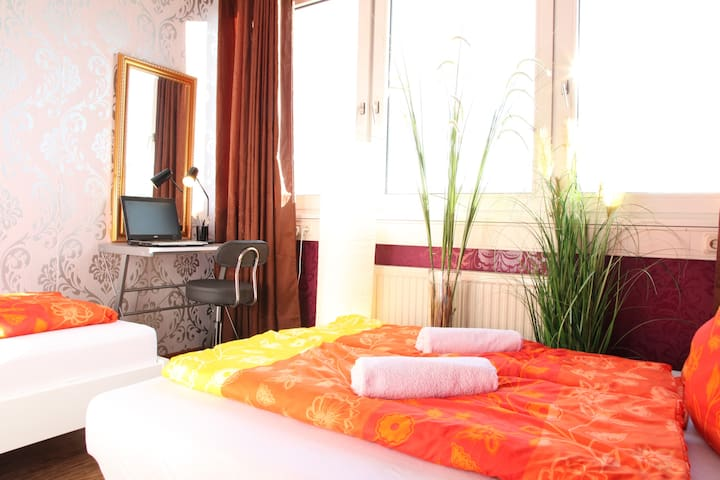 Functional room in Stuttgart for 1-3 persons - Stuttgart - Appartement
