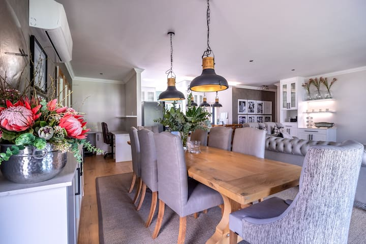 Luxury Modern Farm Cottage, Banhoek Valley