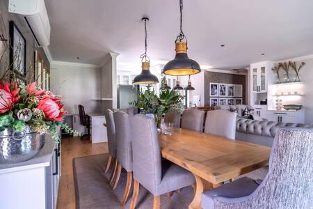 Luxury Modern Farm Cottage, Banhoek Valley