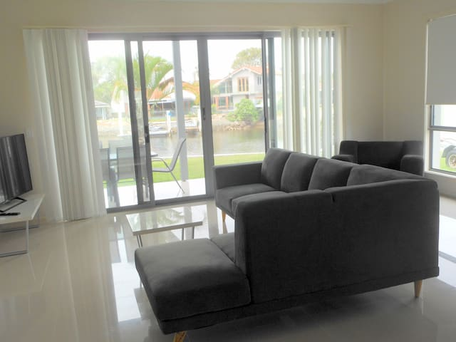 Runaway Bay Townhouse great for Comm Games