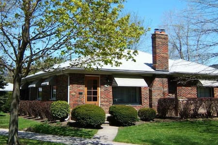 Private space in a cozy house - Grosse Pointe Woods