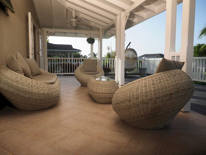Exquisite Three Bedroom Villa on Resort