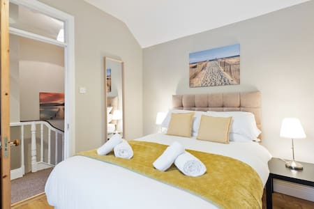 Cosy 3bed beside Luas