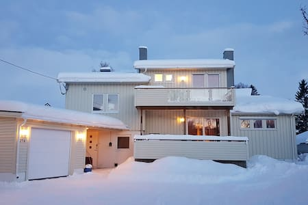 Quiet neighborhood 2 km from city - Tromsø - House