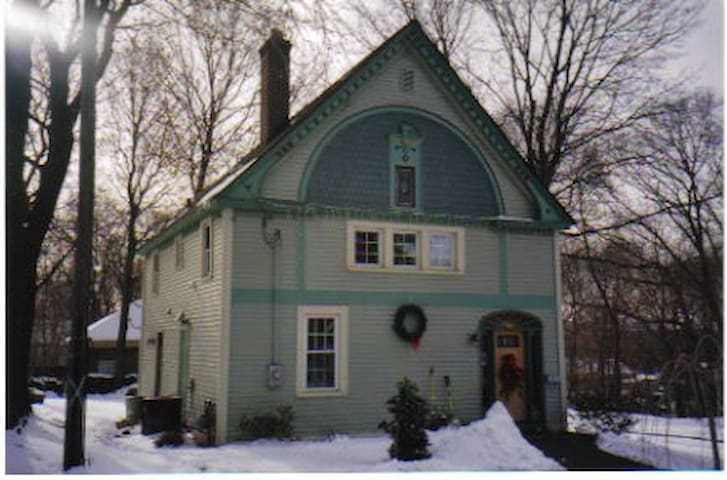 Charming Colonial House in center - Wallingford - Talo