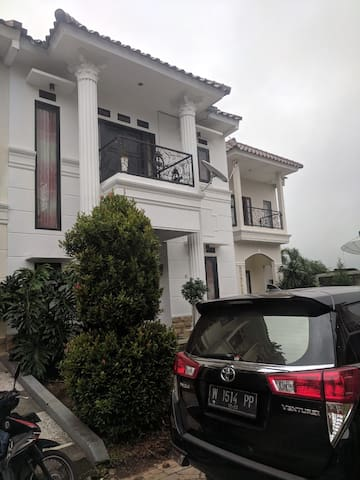 cozy villa beside Museum Angkut (qianna 2)