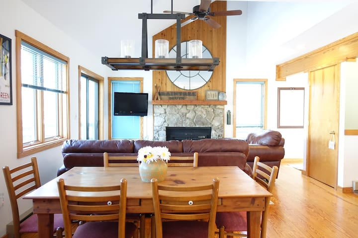Relaxing 3 BR Mountain Home on Wintergreen Resort