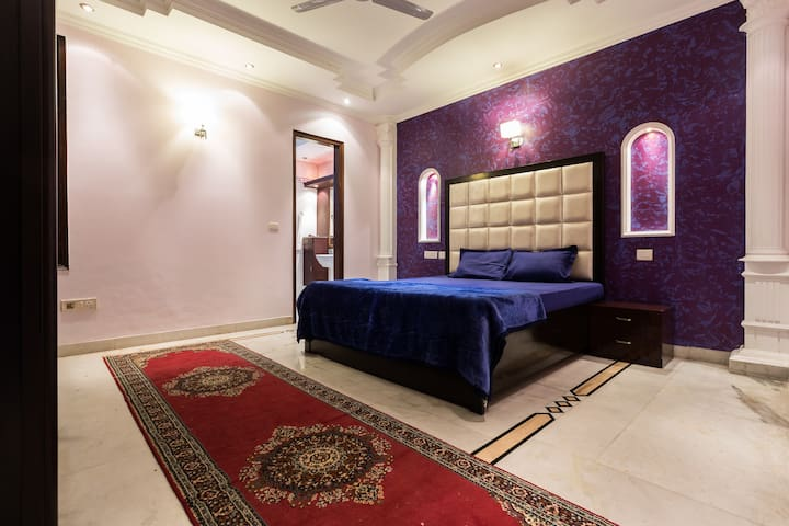 The Purple Orchid: Luxurious & Neat - New Delhi