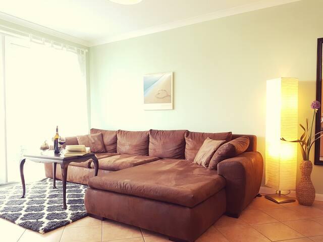 Wohnzimmer mit komfortabler Sitzecke zum relaxen