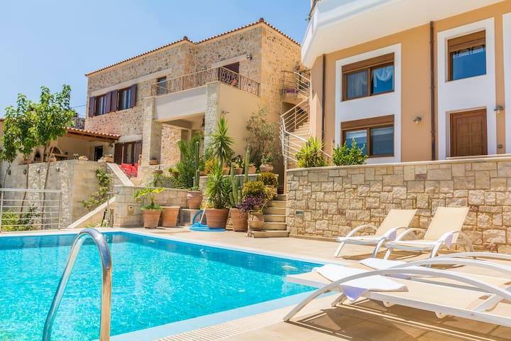 Christina's home, private pool and view - Iraklio