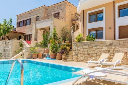 Christina's home, private pool and view - Iraklio - วิลล่า