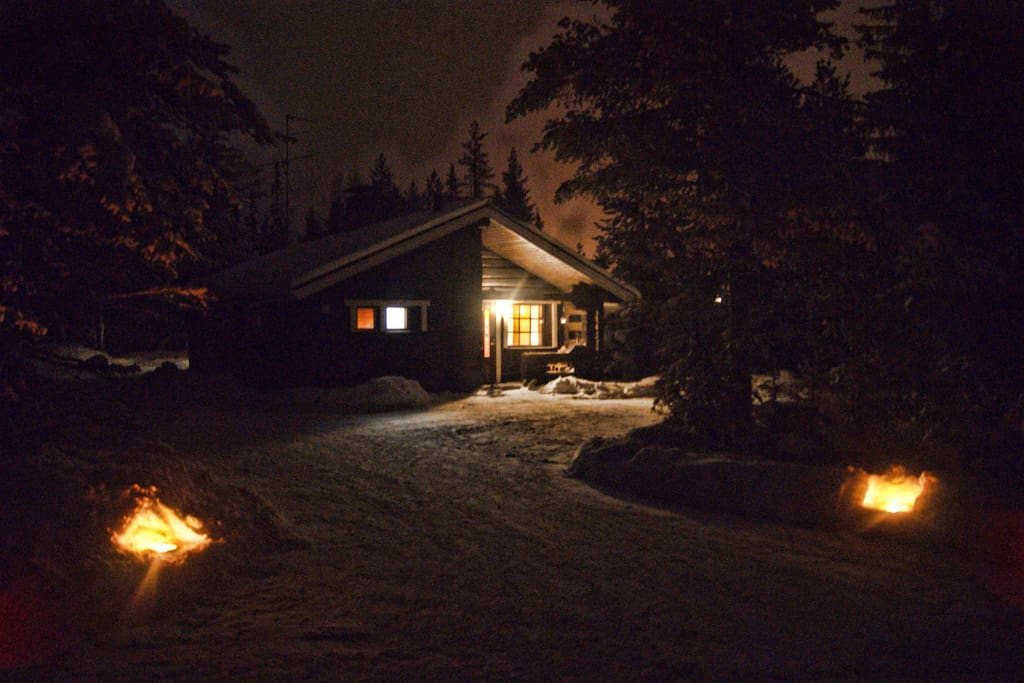 The Cottage - Rukaveska 2A @night.