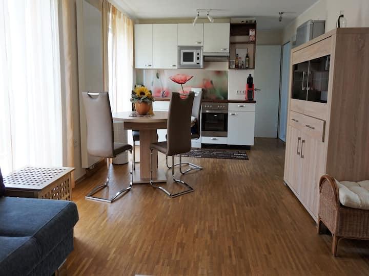 Ferienwohnung Gartenblick, (Friedrichshafen), Ferienwohnung 55qm, 1 Wohn-/Schlafzimmer, max. 2 Personen