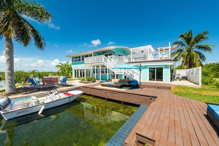 Private Waterfront Luxury Retreat-Dog friendly