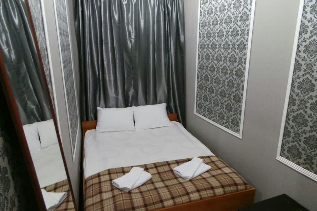 комната с 2-спальной кроватью и личным душем (туалет общий)