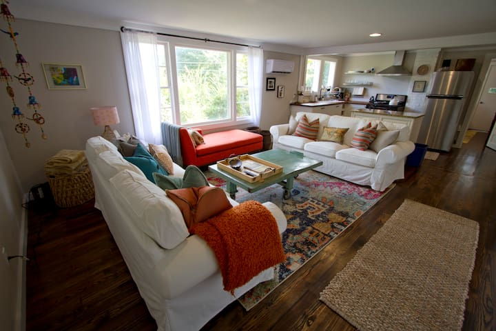 Happy, Bright Bungalow Retreat in Clayton