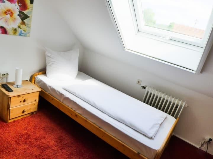 Gasthaus Zur Alten Post, (Gaienhofen), Einzelzimmer 9qm mit Etagen-WC