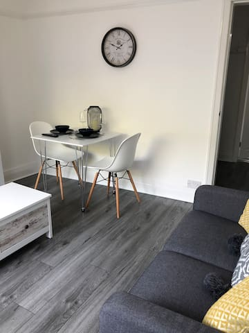 *****Recently refurbished terrace house****
