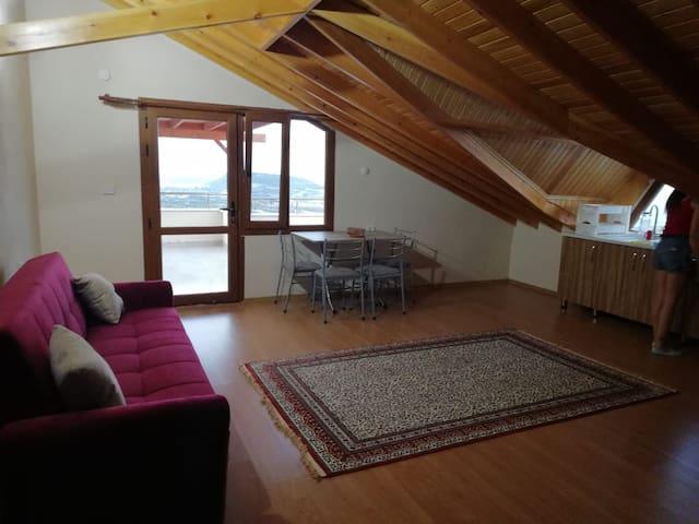 Saipköyü cati kati 1+1 deniz ve dag manzarali ev