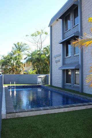 Near sea,2BD,pool,WiFi,car parking - Cairns North - Lejlighed