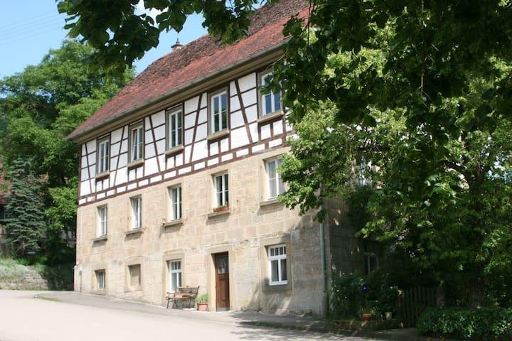 """Ferienwohnung """"Alte Schule"""" - Braunsbach"""