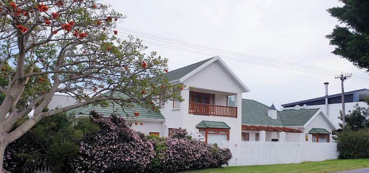 Entire Beach House  5 bedrooms and 3 bathrooms