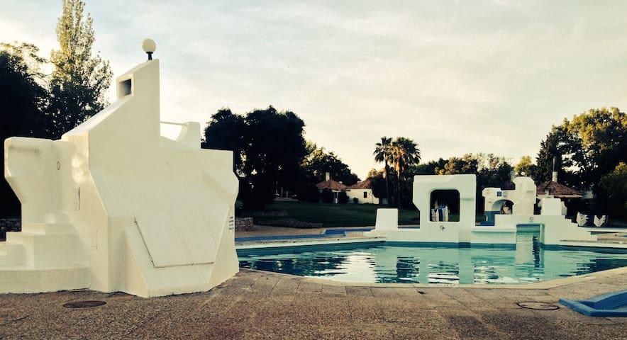 Villa com 3 Quartos + 1