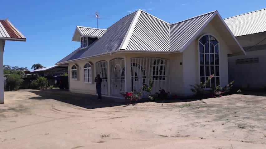 luxe vakantie huis te huur in Paramaribo noord