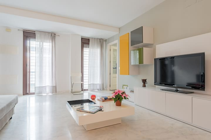 Excellent & Modern Home (Wifi | Friends | Parking)