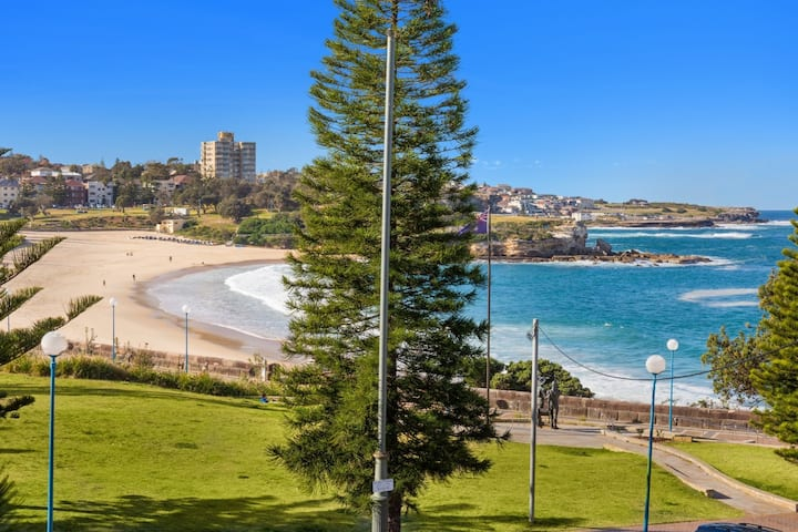 Beautiful 2 Bedroom, 2 Bathroom Beach View Apartment located right opposite Coogee Beach in a serviced building