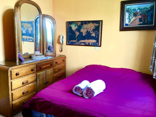Cozy private bedroom in Coyoacan